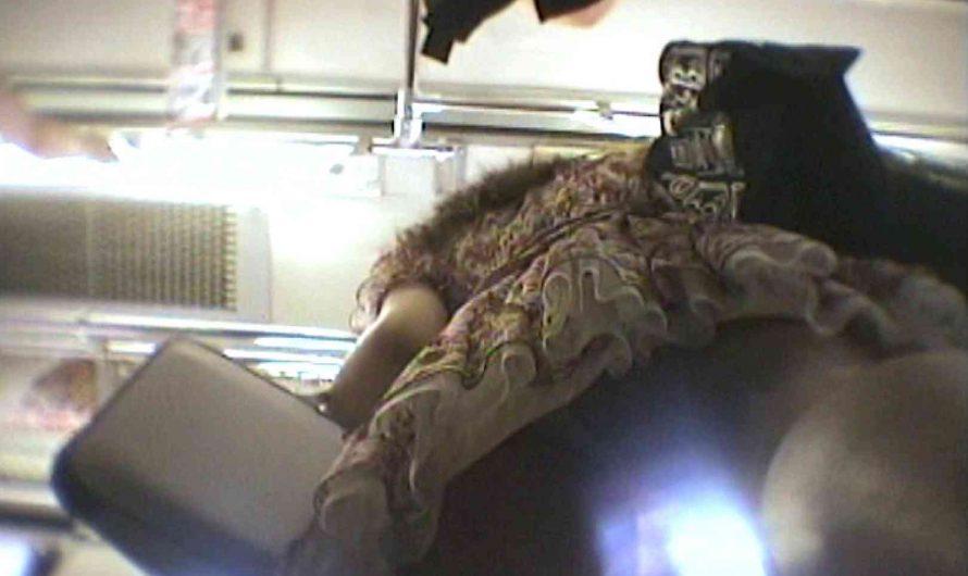 会員No.6 KAIさんのパンチラOL通勤の会 チラ見せ | パンチラ  107PIX